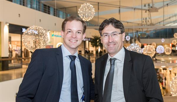 Matthias Franta, neuer Center Manager des Donau Zentrums, und Anton Cech, Head of Shopping Center Management Unibail-Rodamco Austria