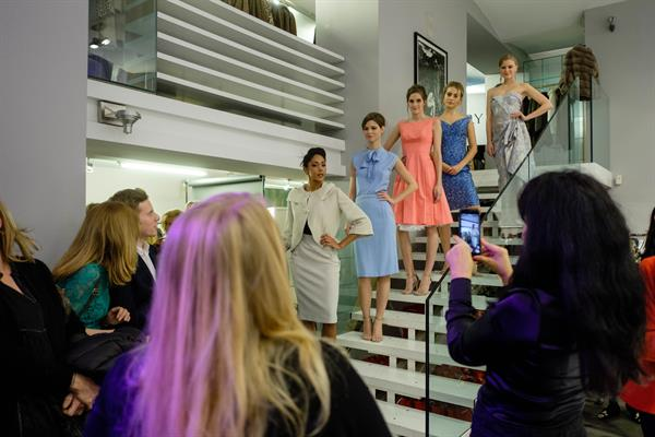 Models bei informeller Fashion Show