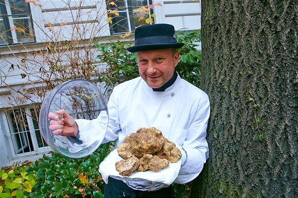 Wiener Trüffelmarkt-Gründer Thomas Edlinger ist zu Gast beim Trüffel-Genussabend im Restaurant Veranda im Hotel Sans Souci Wien